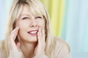 Auch die gefürchteten Zahnschmerzen lassen sich mit natürlichen Schmerzmitteln lindern