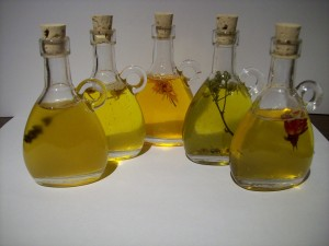 Ätherische Öle helfen gegen eine Vielzahl von Beschwerden, so auch die einer Schilddrüsenunterfunktion
