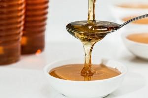 Hausmittel von Oma: Honigwickel gegen Husten