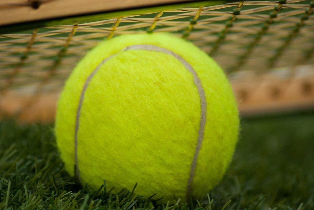 tennis-ball-1162634_1280